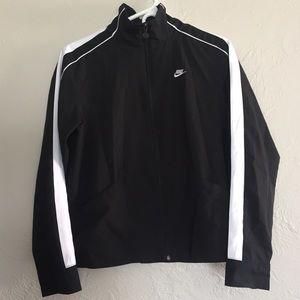 Lightweight black & white Nike rain jacket size M